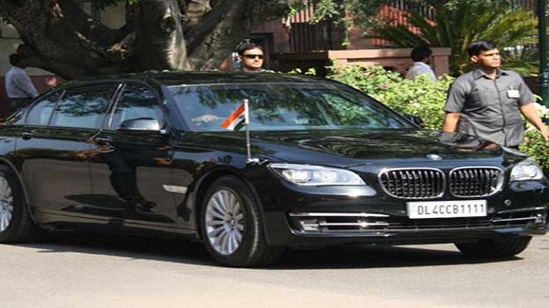 भारत - भारताचे पंतप्रधान नरेंद्र मोदी हे 'मॉडिफाइड BMW7 सीरीज 760Li' ही हाय सिक्युरिटी असलेल्या कारने प्रवास करतात. या कारची किंमत जवळजवळ 5 करोड इतकी आहे.