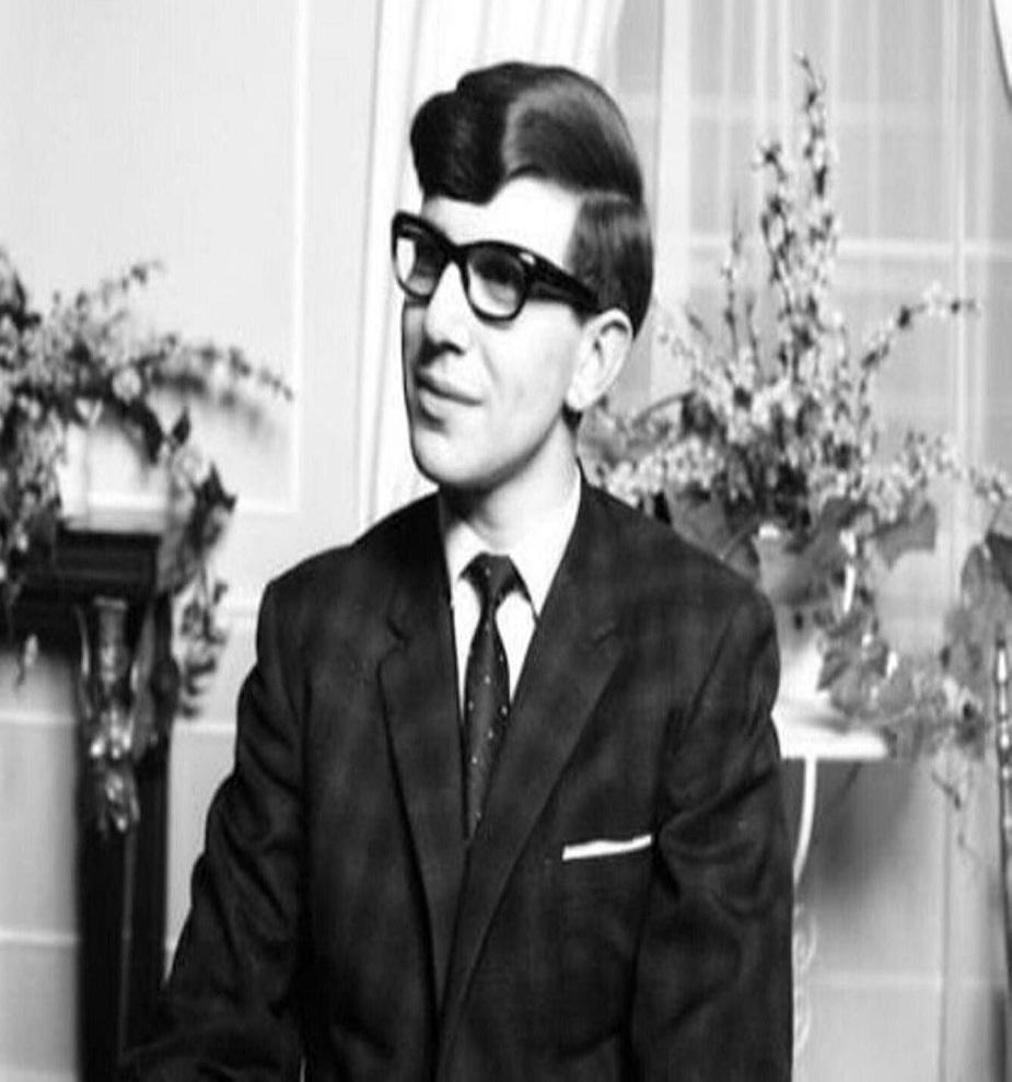 1953 ते 1956 : सेंट अलम्बस स्कूलमध्ये त्यांना गणिताची आवड निर्माण झाली.