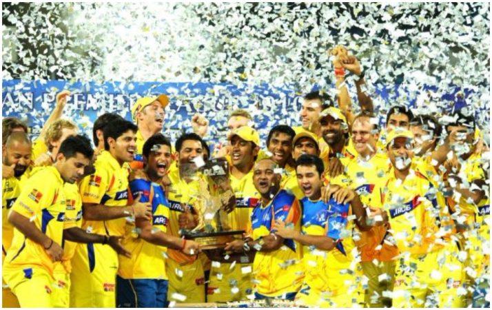चेन्नई सुपर किग्सचं मालकी हक्क चेन्नई सुपर किंग्स क्रिकेट लिमिटेडकडे आहे. या टीमने 2010 आणि 2011 मध्ये किताब पटकावला होता. तर 2008, 2012, 2013 आणि 2015 मध्ये ही टीम उपविजेता ठरली होती. तर 2009 आणि 2014 मध्ये चेन्नई सुपर किंग्स सेमीफायनलमध्ये पोहोचली होती. 2008 ते 2015 दरम्यान या टीमने 132 सामने खेळले यात 79 विजयी तर 51 सामन्यात पराभव झाला होता. टीमच्या विजयाची टक्केवारी ही 60.68 रेकाॅडेब्रेक आहे.