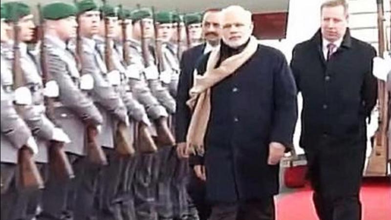 पंतप्रधान मोदींनी वापरले 14 लाखांचे जॅकेट, काँग्रेसचा आक्षेप