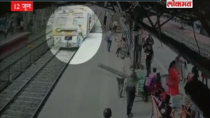 VIDEO: मालाड स्टेशनवर धावत्या लोकलखाली तरुणाची आत्महत्या,सीसीटीव्हीत कैद