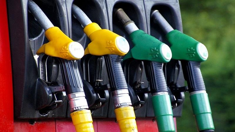 देशातल्या या राज्यांमध्ये स्वस्त झालं पेट्रोल आणि डिझेल