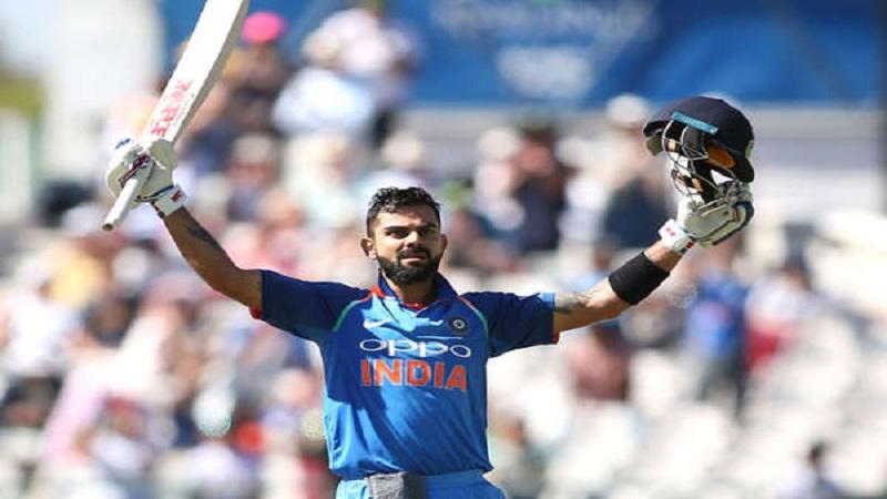 सगळ्यात आधी हा किताब टीम इंडियाचा कर्णधार विराट कोहलीच्या नावे होता. त्याने 2011 आणि 2012 च्या दरम्यान सलग 6 एकदिवसीय सामन्यांच्या मालिकेत शतकं पटकावलं होतं.