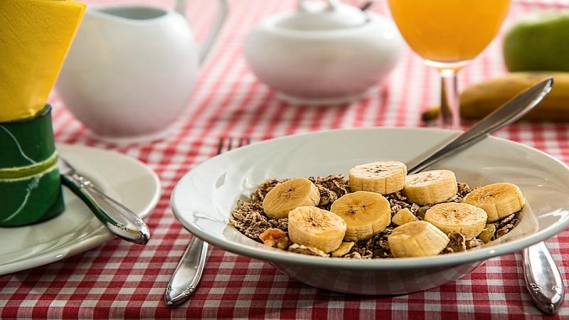 जास्त पिकलेली केळी खाल्ली की कॅन्सर होण्याची शक्यता कमी होते. माणसाची रोग प्रतिकारशक्ती वाढते.