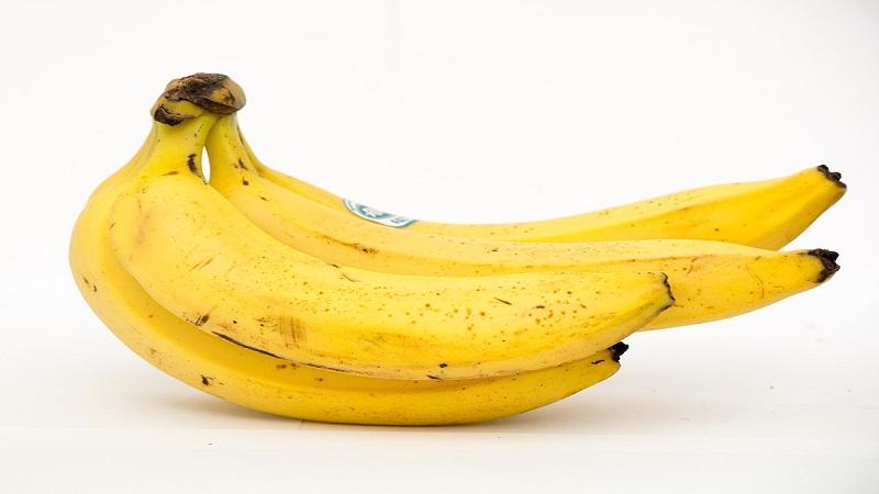 केळ्यानं अंगात शक्ती येते. हिमोग्लोबिन वाढतं.