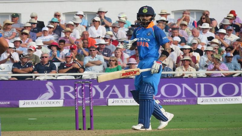 टीम इंडियाचा सलामीवीर रोहित शर्माने 181 एकदिवसीय सामन्यात हे 18वं शतकं झळकवलं आहे.