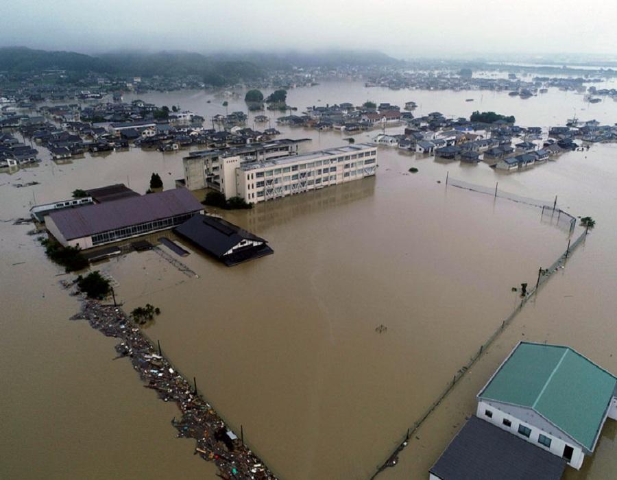 जपान, 11 जुलै : जपानमध्ये आलेल्या पुरात मृतांची संख्या आता 179वर गेली आहे. 20 लाख लोकांना सुरक्षित स्थळी हलवण्यात आलं आहे. पण या भीषण पुरामुळे जपानमध्ये मोठी जीवितहानी आणि आर्थिक नुकसान झालं आहे.