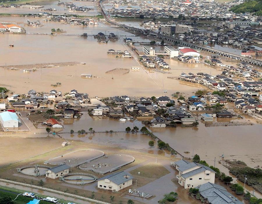 या नैसर्गिक आपत्तीमुळे शेकडो लोक जखमी झाले आहेत आणि असंख्य घरं उद्धस्त झाली आहे.