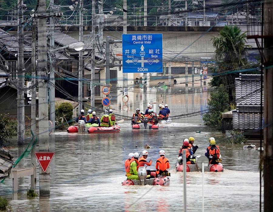 हिरोशिमा आणि ओकायामा भागांमध्ये 4 दिवसांपासून मोठा पूर आला आहे. अनेक ठिकाणी भूस्खलनही झालं आहे.