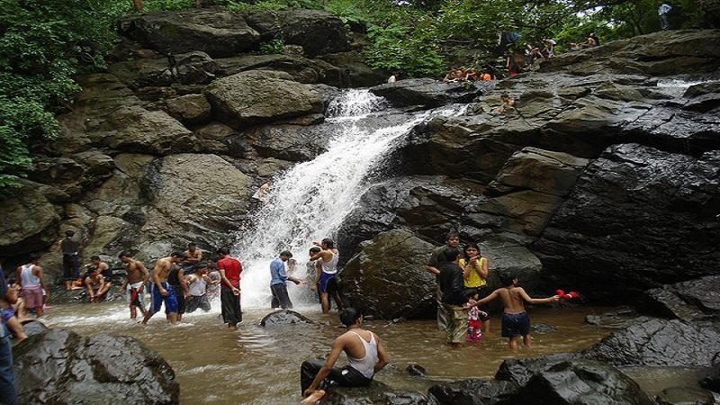 तुंगारेश्वर धबधब्यात अडकलेल्या 50 पर्यटकांची अशी झाली सुटका