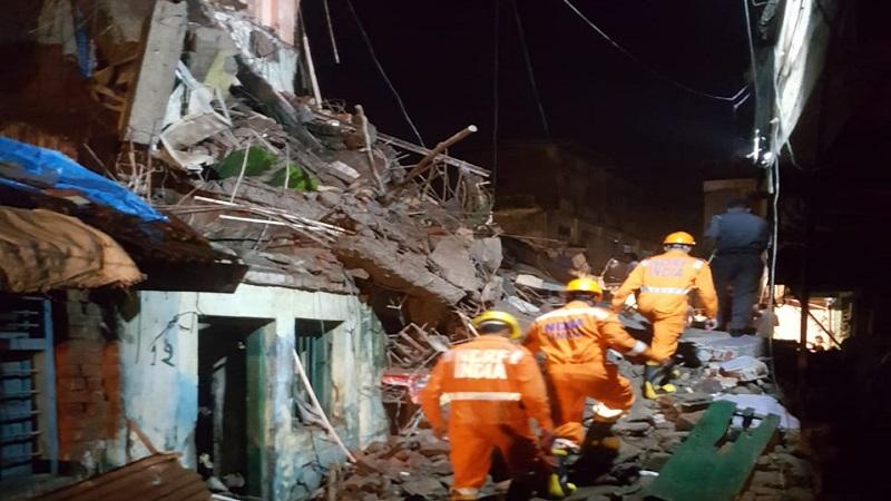 भिवंडी 3 मजली इमारतीचा भाग कोसळला, 5 बचावले पण 1 महिलेचा मृत्यू