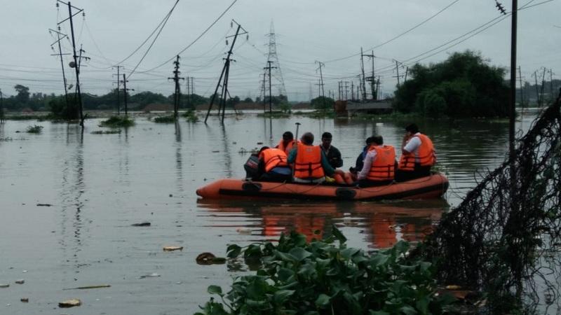 'भाईं'चा इलाका पाण्यात बुडाला,मदतीला कुणी नाही आलं !