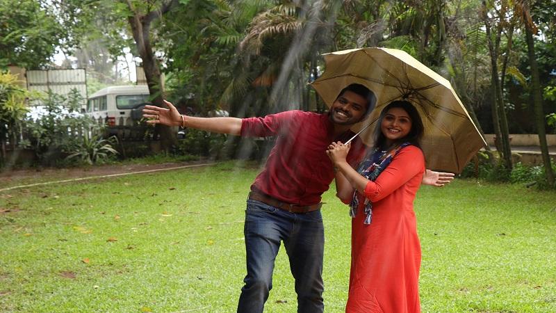 'लक्ष्मी सदैव मंगलम'मधला मल्हार म्हणतो, पाऊस म्हणजे इंद्रधनुष्य. आनंदाचं प्रतीक. तर सुरभी म्हणतेय, पाऊस म्हणजे मैत्री आणि प्रेम.