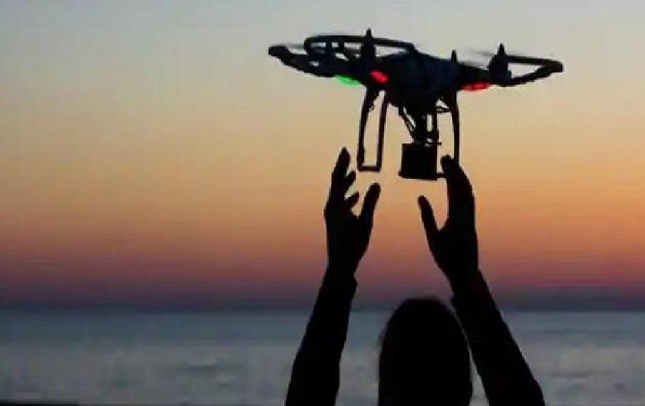 18 वर्षे पूर्ण झालेली व्यक्तीच ड्रोन उडवू शकणार