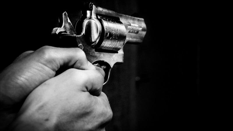पुण्याच्या विद्यापीठ चौकात गोळीबार, एक गंभीर जखमी