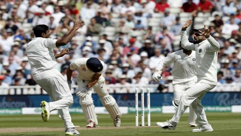 इंग्लंडची संपूर्ण टीम पहिल्या डावात फक्त २८७ धावा करू शकली.