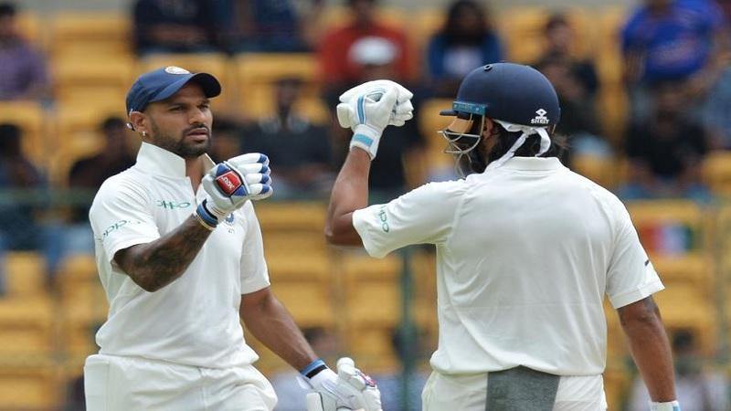 यानंतर भारताच्या शिखर धवन आणि मुरली विजय या सलामीच्या जोडीने संघाला चांगली सुरूवात करुन देण्याचा प्रयत्न केला.