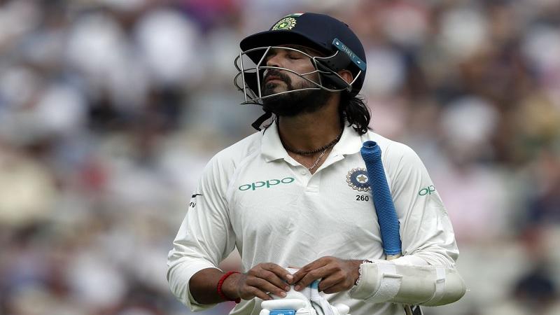 सॅमने केवळ आठ चेंडूत भारताच्या तगड्या फलंदाजांना पॅव्हेलियनचा रस्ता दाखवला.
