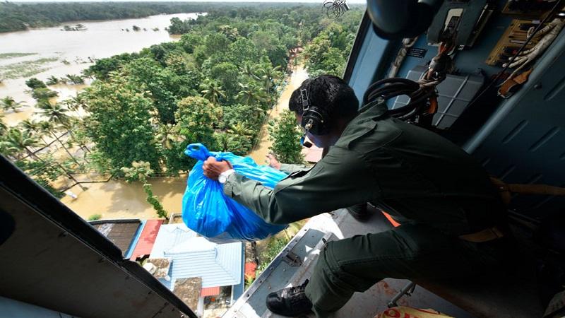 भारतीय कोस्ट गार्डची टीमही केरळमध्ये मदत करण्यास पुढे आली.