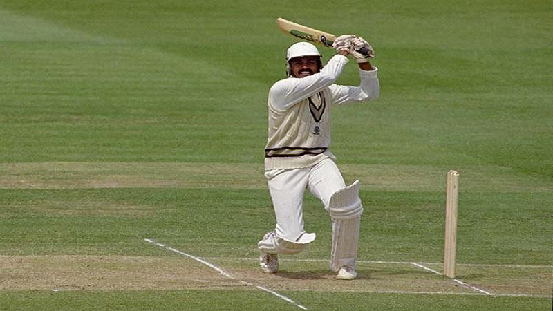80च्या दशकातील प्रसिद्ध खेळाडू म्हणजे दिलीप वेंगसरकर. त्या काळात त्याना अप्रतिम फलंदाज म्हणुन ओळखले जात होतं. त्याला 1988 मध्ये आयसीसी कसोटी यादीत प्रथम क्रमांकाचा फलंदाजचा किताब मिळवला होता.