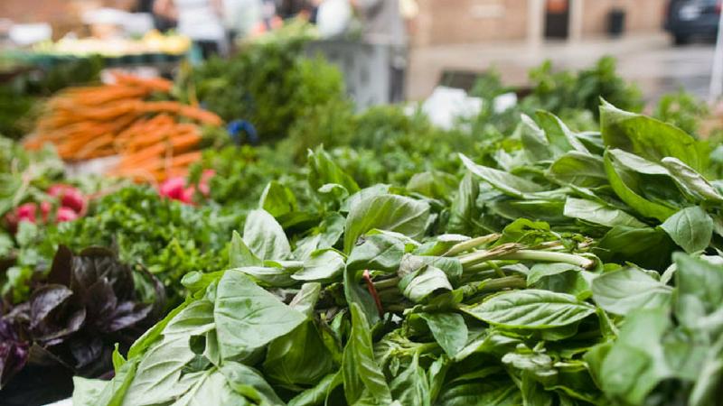 हिरव्या भाज्या खाण्यावर अधिक भर द्या. हिरव्या भाज्यांमध्येही फायबरचे प्रमाण अधिक असते.