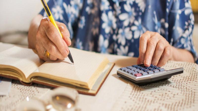 गृहकर्ज घेण्याआधी त्यासंबंधीची माहिती जरूर मिळवा. तुम्ही ज्या परिसरात घर घेणार आहात, तिथे कोणती बँक होम लोन देते याची माहिती करुन घ्या. तसेच गृहकर्जाशी निगडीत अनेक सोयी सुविधा बँका देत असतात. त्या सर्व बँकांबद्दल माहिती करुन घ्या. तसेच कर्ज देणारी संस्था ही खाजगी आहे की सरकारी याची चौकशी करा. त्या संस्थेचा व्याज दर, फिक्स, फ्लोटिंग तसेच फ्लेक्सी कर्जांच्या अटीही जाणून घ्या.