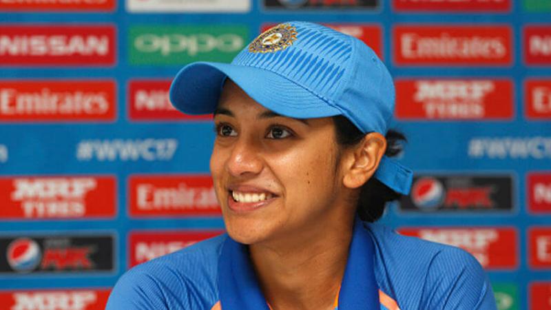 स्मृती मंधना ही महिला क्रिकेट सुपर लीगमध्ये खेळणारी पहिली भारतीय खेळाडू ठरली आहे. या लीगमध्ये वेस्टर्न स्टॉर्म या संघाकडून खेळताना तिने ७ विक्रम आपल्या नावे केली आहेत.