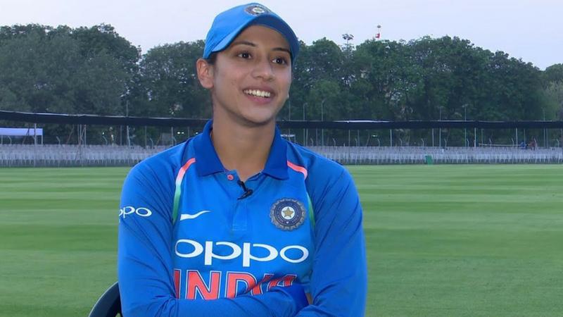 आंतरराष्ट्रीय कसोटी क्रिकेटमध्ये अग्रणी असलेल्या विराट कोहलीच्या पावलांवर पाऊल ठेवत महिला क्रिकेटपटू स्मृती मंधनाने टी-२० मध्ये धडाकेबाज कामगिरी केली आहे.