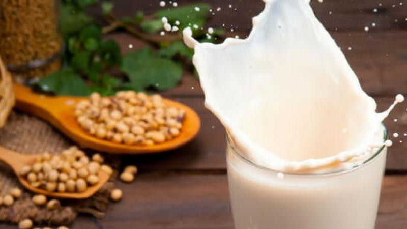 हाडांना मजबूत बनविण्यासाठी हे दूध फार उपयुक्त आहे.