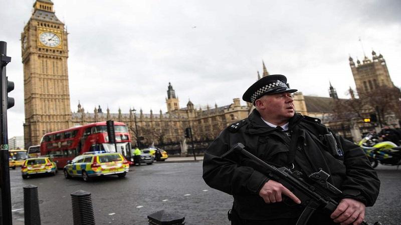 ब्रिटनच्या संसदेजवळ दहशतवादी हल्ला? कारने तिघांना चिरडले