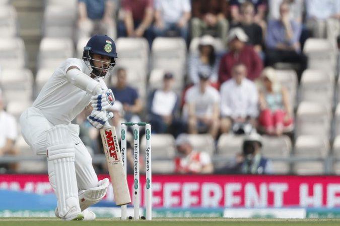 इंग्लंडविरुद्धची कसोटी मालिका हरल्यानंतर भारतीय संघ आता शेवटचा सामनाही हरण्याची चिन्ह दिसत आहेत. मालिका हरण्यासोबतच एका भारतीय क्रिकेटरचं कसोटी क्रिकेटमधलं करिअर संपुष्टात येण्याबद्दलच्या चर्चा सुरू आहे.