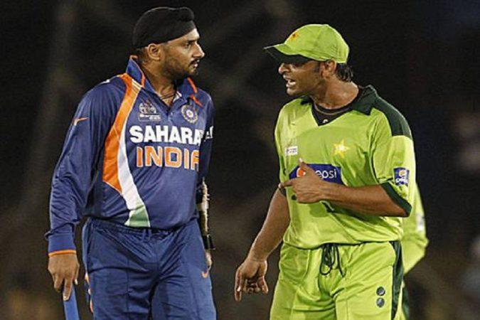 हरभजन सिंग आणि शोएब अख्तर- २०१० एशिया कपमध्ये भारताला पाकिस्तानविरुद्ध सामना जिंकण्यासाठी शेवटच्या ७ चेंडूत ७ धावांची गरज होती. अशावेळी पाकिस्तानचा जलद गोलंदाज शोएब अख्तरने भारताचा खेळाडू हरभजनला चिथवण्याचा प्रयत्न केला. त्यावेळी दोघांमध्ये वाद झाला होता. त्यानंतर हरभजनने शानदार षटकार ठोकून भारताला विजय मिळवून दिला.
