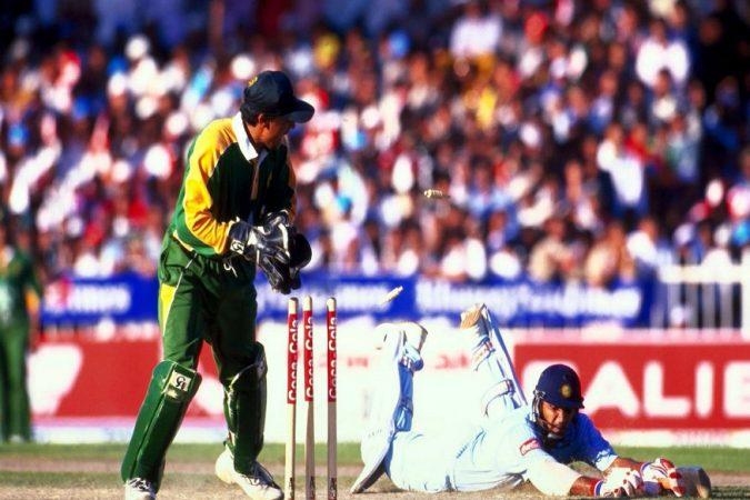 भारत- पाकिस्तानविरुद्ध सामन्यांत मोईन खान यांनी सर्वाधिक यशस्वी विकेट- कीपर आहे. मोईनने ७१ खेळाडूंना  बाद केले.