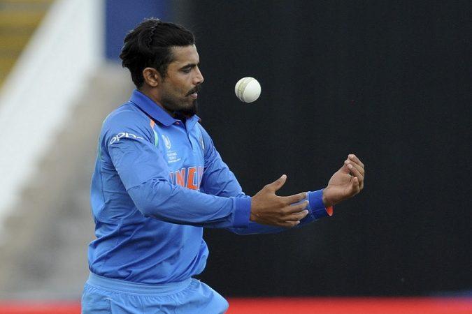 रविंद्र जडेजाच्या गोलंदाजीवर शाकिब स्वीप शाॅट्स खेळत होता. धोनीने नेमकं हेच हेरलं.