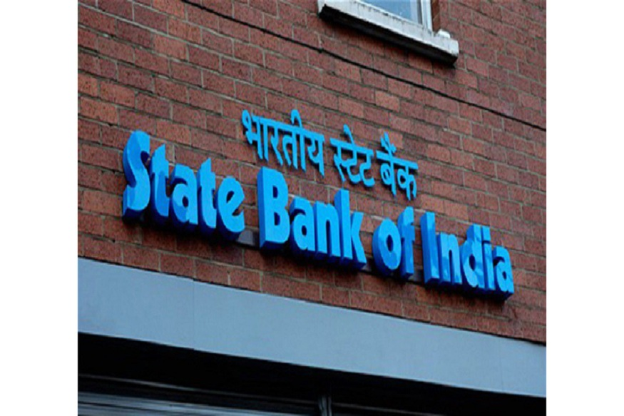 स्टेट बँक आॅफ इंडियाने आपल्या ग्राहकांसाठी एक खास आॅफर आणली आहे. बँक आपल्या ग्राहकांना मोफत ५ लिटर पेट्रोल भरण्याची संधी देत आहे.