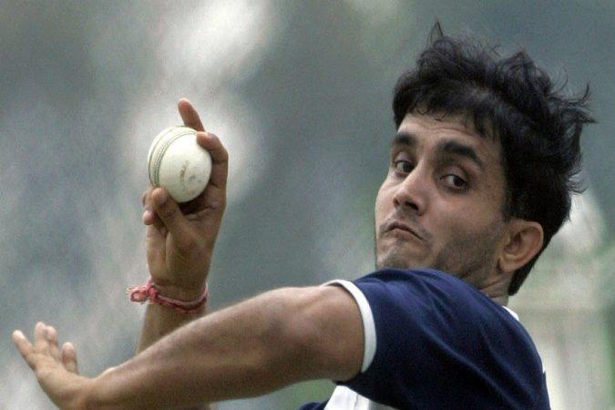 पाकिस्तानविरुद्ध उत्तम गोलंदाजीत सौरव गांगुलीचे नाव अग्रणी आहे. सौरवने नैरोबीमध्ये १० षटकांत ५ बळी घेतले होते. भारताच्या गोलंदाजांतील ही एक सर्वोत्तम कामगिरी आहे.