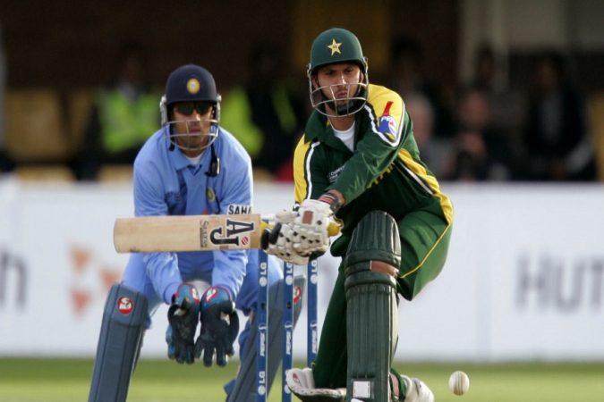 अष्टपैलू खेळाडू शाहिद आफ्रिदीच्या नावावर भारताविरुद्ध सर्वाधिक स्ट्राइरेटची नोदं आहे. आफ्रिदिचा ६७ सामन्यांत १०९.०९ असा स्ट्राइक रेट आहे.