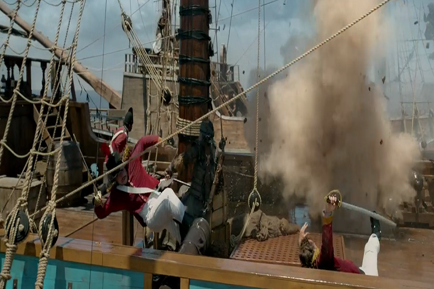 पाइरेट्स ऑफ कॅरेबियनमध्येही समुद्र आणि जहाजावरील लढाई दाखवलीये तशी लढाई ठग्समध्ये दिसतेय