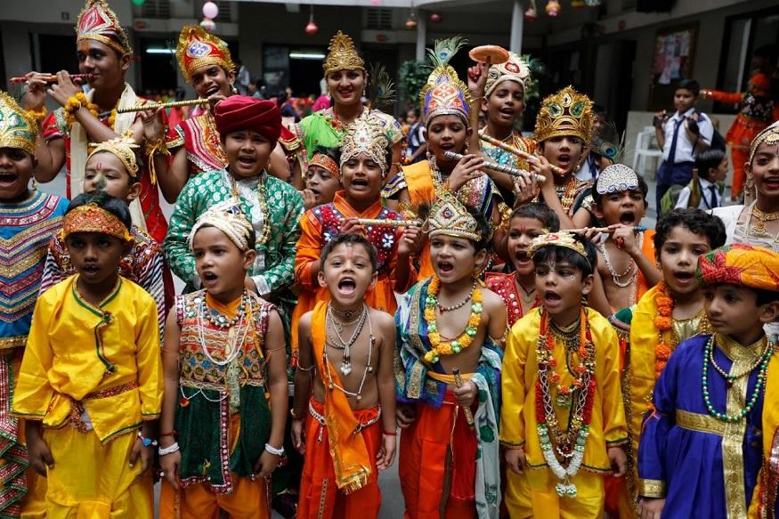 PHOTOS : जम्मू ते मुंबई 'जन्माष्टमी'चा देशभर असा होता उत्साह!