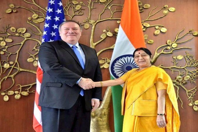 अमेरिकेचे परराष्ट्र मंत्री आणि संरक्षण मंत्री यांचे स्वागत भारताच्या परराष्ट्र मंत्री आणि संरक्षण मंत्री यांनी केले.