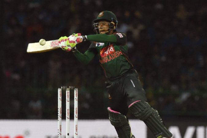 एशिया कपमध्ये बांग्लादेशसाठी मुश्फिकुर रहीमने सर्वाधिक २९७ धावा केल्या. पहिल्याच सामन्यात रहीमने श्रीलंकेविरुद्ध १४४ धावा केल्या.