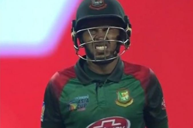 मुश्फिकुर रहीम पाकिस्तानविरुद्ध शतकी खेळी खेळू शकला नाही. रहीम ९९ धावा करुन बाद झाला.