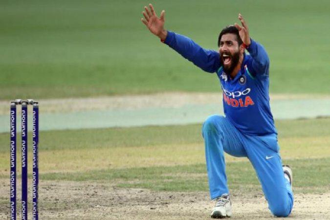 बांग्लादेशच्या संघाला बाद करणारा खेळाडू म्हणजेच रवींद्र जडेजा. जडेजाने या सामन्यात 10 षटकं टाकून 29 धावा देऊन 4 बळी घेतलेत.