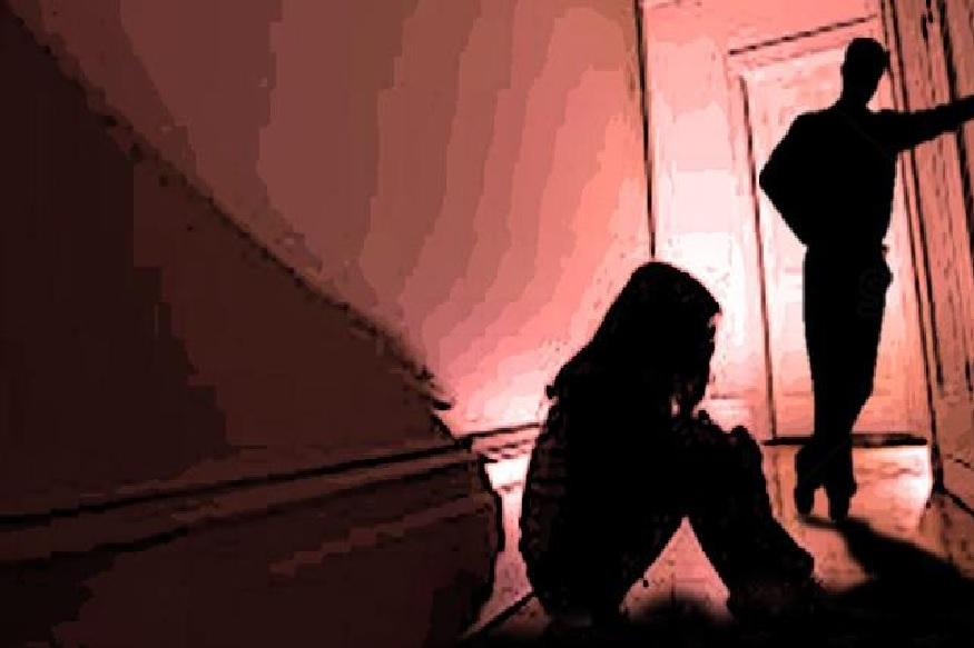 तुझ्या अंगावर किडे पडलेत असं सांगून तो अल्पवयीन मुलींवर बलात्कार करायचा आणि त्यांना ठार मारण्याची धमकी द्यायचा.
