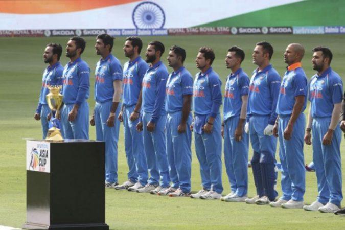 एशिया कपच्या अंतिम सामन्यात आज टीम इंडिया बांग्लादेशविरोधात उभी ठाकणार आहे. सलग दुसऱ्यांदा हे दोन्ही संघ एशिया कपच्या अंतिम सामन्यात खेळताना दिसणार आहेत. गेल्या वर्षी २०१६ मध्ये एशिया कपच्या अंतिम सामन्यात टीम इंडियाने बांग्लादेशला ८ गडी राखून हरवले होते.