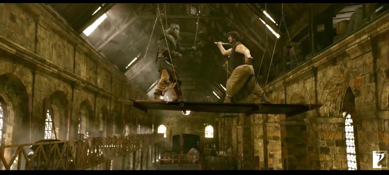 आजादची भूमिका अमिताभ बच्चन, तर फिरंगीची आमिर खान साकारतोय.