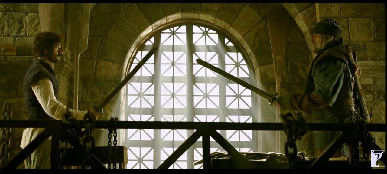 ठग्ज आॅफ हिंदोस्तान'चा ट्रेलर पाहिल्यानंतर हाॅलिवूडचा सुपरहिट सिनेमा पाइरेट्स ऑफ कॅरेबियनची आठवण करून देतो.