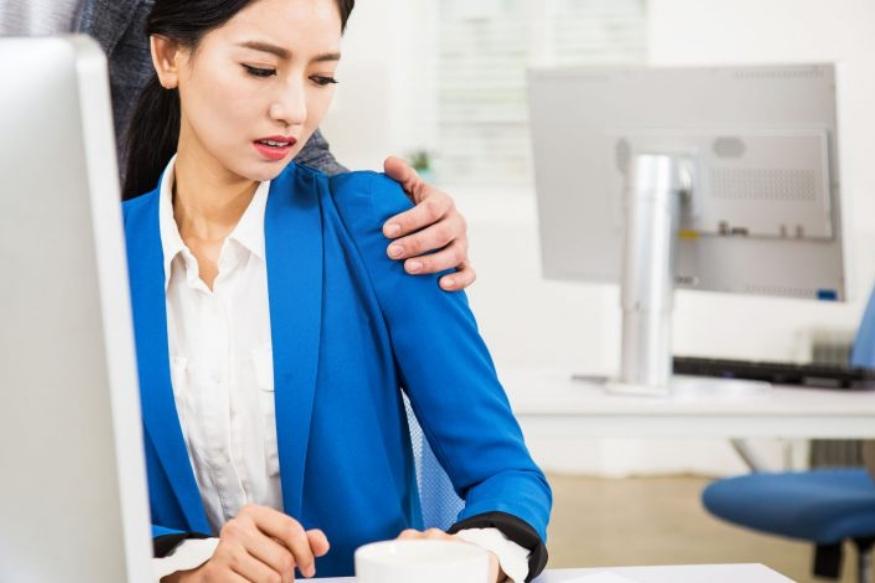 कामाच्या ठिकाणी स्त्रियांवर होणारा लैंगिक छळ प्रतिबंध कायदा 2013. Sexual Harassment of Women at Workplace (Prevention, Prohibition and Redressal) Act, 2013 लागू झाल्यानंतर कायद्यानं हे स्पष्ट केलंय की, याविषयीची तक्रार महिला कधीही करू शकते.