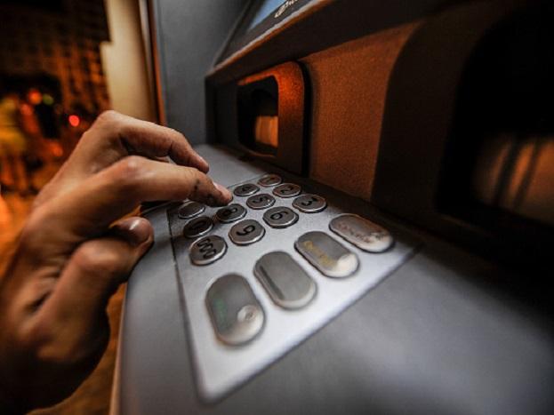 किती खर्च येईल? ATM लावण्यासाठी तुम्हाला ATM इंस्टॉल करणाऱ्या कंपनीला सुरक्षा डिपॉजिटसाठी 2 ते 3 लाख रुपये द्यावे लागतील.