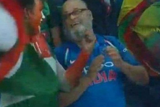 धोनीने दिलेल्या टी-शर्टचा मान राखत त्यांनी बांग्लादेशविरुद्धच्या सामन्यात टीम इंडियाचे टी-शर्ट घातले होते. एशिया कपचा अंतिम सामना भारताने शेवटच्या चेंडूवर जिंकला होता.